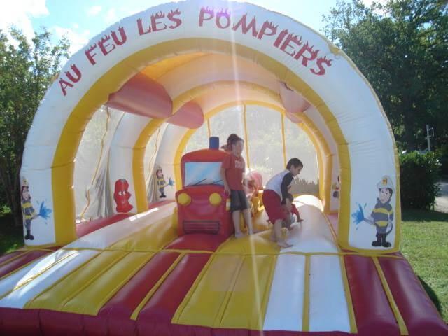 Air de jeux gonflable en Alsace dans un camping 3 etoiles