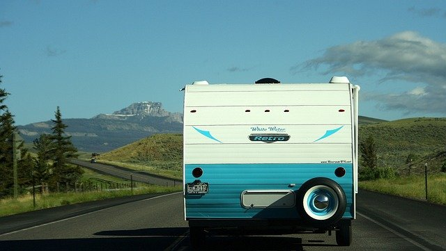 Une caravane sur la route